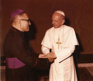 Óscar_Arnulfo_Romero_with_Pope_Paul_VI_(4)